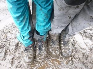 On dirait qu'ça t'gêne de marcher dans la boue!